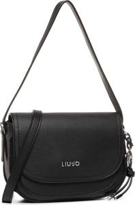 Czarna torebka Liu-Jo z breloczkiem średnia na ramię