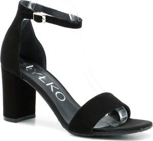 Czarne sandały Ryłko z klamrami