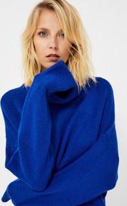 Niebieski sweter Moodo w stylu casual z dzianiny