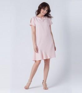 Różowa sukienka butik-choice.pl midi z okrągłym dekoltem