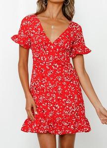 Czerwona sukienka Sandbella z dekoltem w kształcie litery v w stylu casual