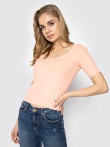 Różowy sweter Guess