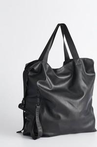 Czarna torebka Diverse ze skóry na ramię w wakacyjnym stylu
