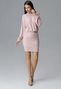 Różowa sukienka Figl z długim rękawem z okrągłym dekoltem dopasowana