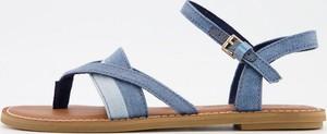 Niebieskie sandały Toms w stylu casual z płaską podeszwą