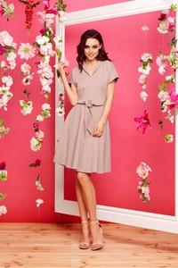 Różowa sukienka TAGLESS z dresówki wyszczuplająca z dekoltem w kształcie litery v