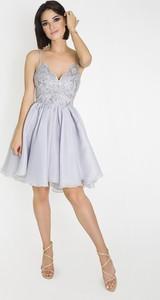 Sukienka Marcelini na ramiączkach z odkrytymi ramionami