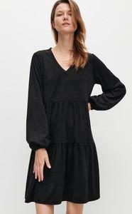 Czarna sukienka Reserved z zamszu