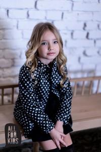 Czarna kurtka dziecięca All For Kids w groszki