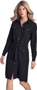 Czarna sukienka Figl z kołnierzykiem w stylu casual koszulowa