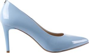 Niebieskie szpilki bayla na szpilce