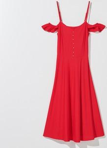 Czerwona sukienka Mohito rozkloszowana
