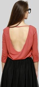 Czerwona bluzka Freeshion z dekoltem w kształcie litery v z dzianiny