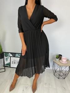 Sukienka ModnaKiecka.pl z szyfonu z dekoltem w kształcie litery v w stylu casual