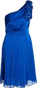 Niebieska sukienka Fokus z asymetrycznym dekoltem mini