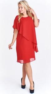 Czerwona sukienka omnido.pl z okrągłym dekoltem