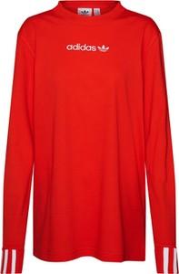 Czerwona bluzka Adidas Originals w sportowym stylu z okrągłym dekoltem