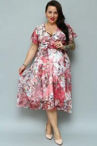 Różowa sukienka KARKO dla puszystych z szyfonu
