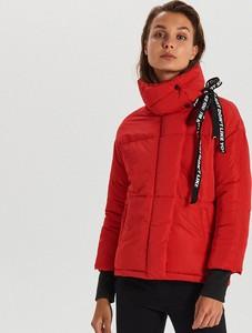 Czerwona kurtka Cropp krótka