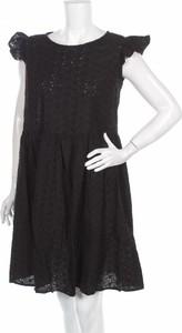 Czarna sukienka Clean rozkloszowana mini z okrągłym dekoltem