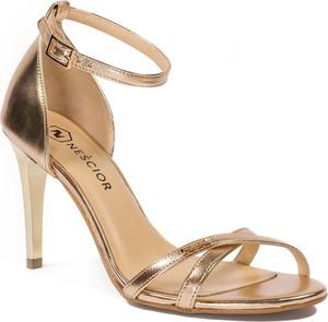Złote sandały Nescior na wysokim obcasie na obcasie