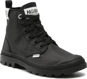 Czarne buty zimowe Palladium w militarnym stylu