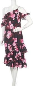 Sukienka NA-KD z krótkim rękawem midi z okrągłym dekoltem