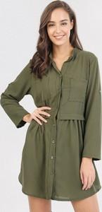 Zielona sukienka born2be z kołnierzykiem mini