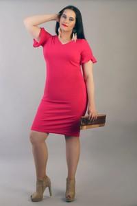 Różowa sukienka Oscar Fashion ołówkowa midi