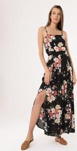 Sukienka born2be z dekoltem w karo