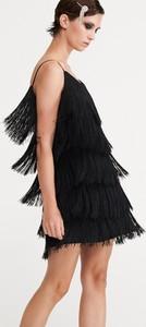 Czarna sukienka Reserved trapezowa z dekoltem w kształcie litery v