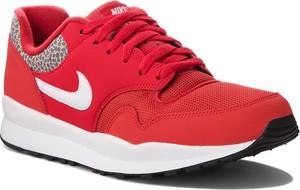 Czerwone buty sportowe Nike ze skóry ekologicznej