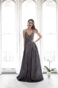 Sukienka Butik Ecru na ramiączkach z tkaniny z dekoltem w kształcie litery v