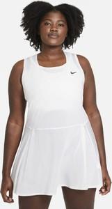 Bluzka Nike z okrągłym dekoltem w sportowym stylu