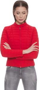 Czerwona kurtka Guess w stylu casual