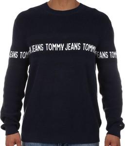 Sweter Tommy Hilfiger w młodzieżowym stylu
