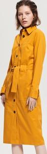 Żółta sukienka Reserved z kołnierzykiem z długim rękawem