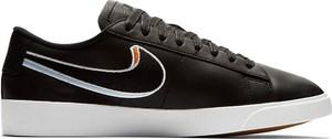 Czarne trampki Nike sznurowane z płaską podeszwą niskie