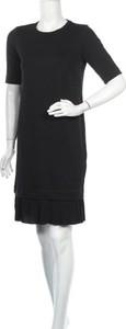 Czarna sukienka In Wear prosta