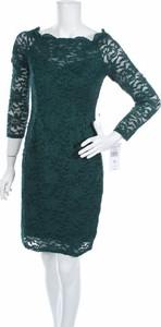 Zielona sukienka One By Eight z okrągłym dekoltem z długim rękawem