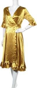 Sukienka Forever Unique z dekoltem w kształcie litery v z długim rękawem