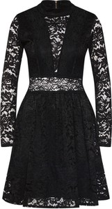 Czarna sukienka WAL G. z długim rękawem mini
