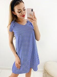 Niebieska sukienka Novvi.pl w stylu casual mini z okrągłym dekoltem