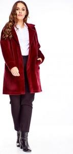Bordowy płaszcz Nubile