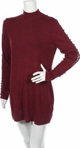 Czerwona sukienka Le Chateau z długim rękawem mini