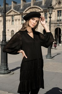 Czarna sukienka byCabo z dekoltem w kształcie litery v z bawełny mini