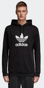 Bluza Adidas w street stylu