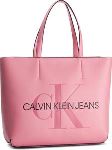 Torebka Calvin Klein w młodzieżowym stylu na ramię