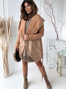 Brązowy płaszcz Versada w stylu casual z bawełny