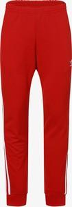 Czerwone spodnie sportowe Adidas Originals z dresówki w sportowym stylu